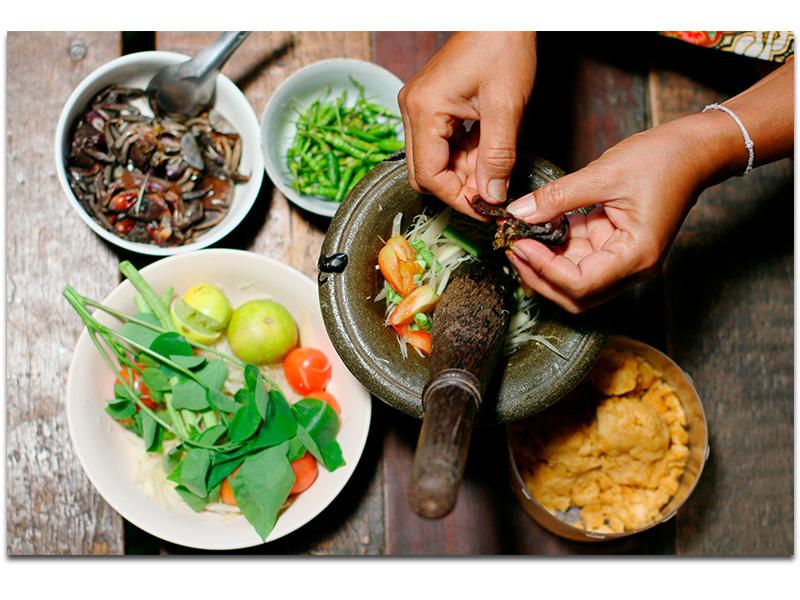 frische Thai Cuisine und europäische Gerichte im Poom's Place Restaurant in Maenam, Koh Samui